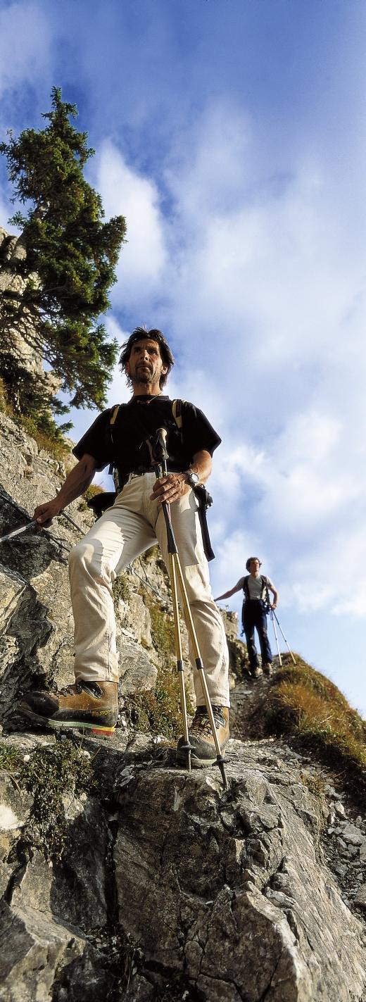 Wanderer auf einem der Klettersteige in den Dolomiten - Bild: www.Eisacktal.com