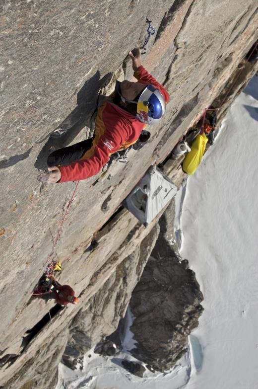 Kanada, Baffin Island, Buchan Gulf, The Bastions, Stefan Glowacz in der Schluesselseillaenge 10-. 14.05.2008.  Digital Photo; Copyright: Klaus Fengler
