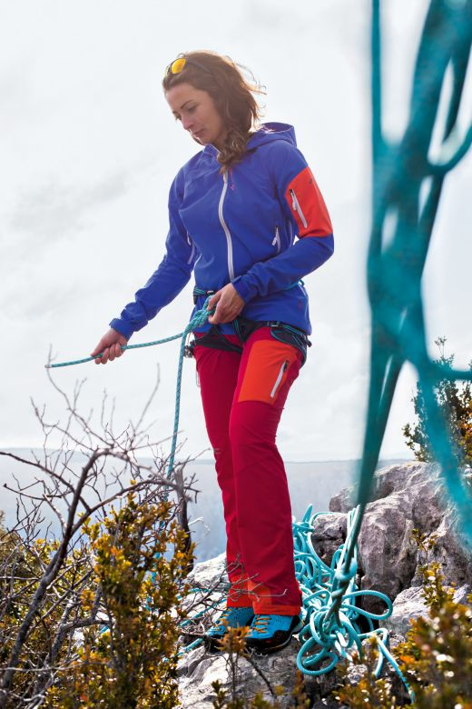 Colourblocking (on the) rocks.- Fotocredit: VAUDE